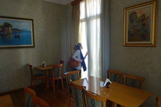 Cecil Hotel: Breakfast room