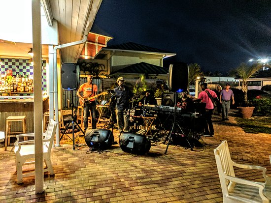 Dive In Marina Bar & Restaurant: Great live entertainment on the last Saturday of every month!