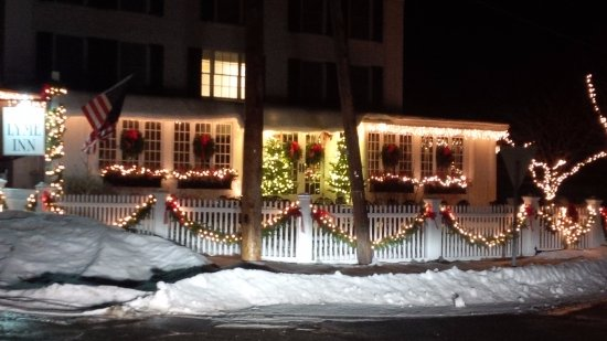Lyme, NH: Night arrival at Christmastime