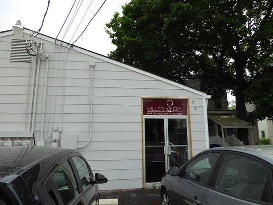 Miller Winery: Exterior