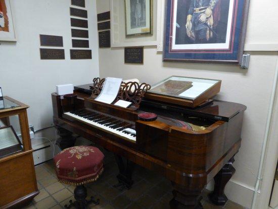 Front Royal, VA: Piano