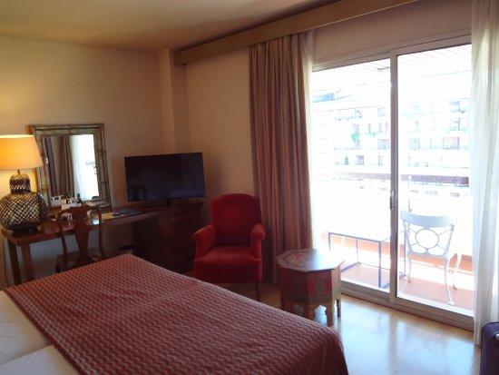 Hesperia Sevilla : habitación hacia el frente