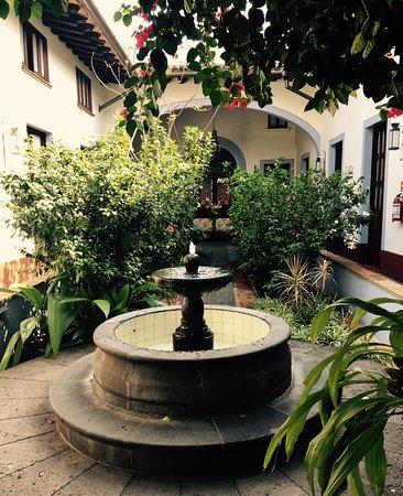 Meson del Alferez Coatepec: & courtyard