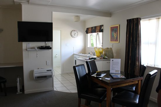 Best Western Braeside Rotorua: Spacious living area in 2-bedroom suite