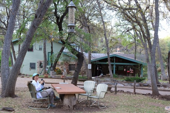 Hereford, AZ: The grounds are a wonderful place to enjoy nature and a cup of coffee or a glass of wine.