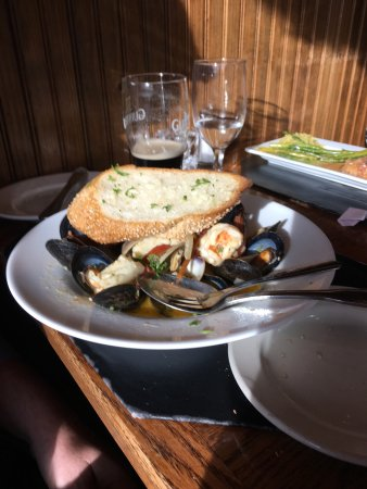 Gloucester City, NJ: Good food at Max's Seafood Cafe