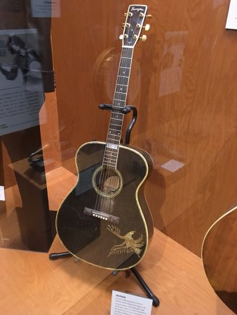 johnny cash 39 s guitar picture of country music hall of fame and museum nashville tripadvisor. Black Bedroom Furniture Sets. Home Design Ideas