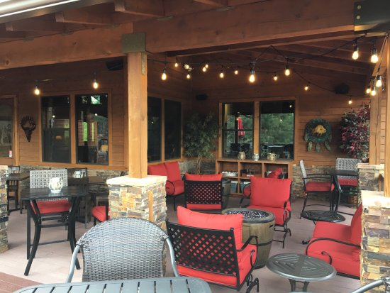 Show Low, AZ: The covered and outdoor patio
