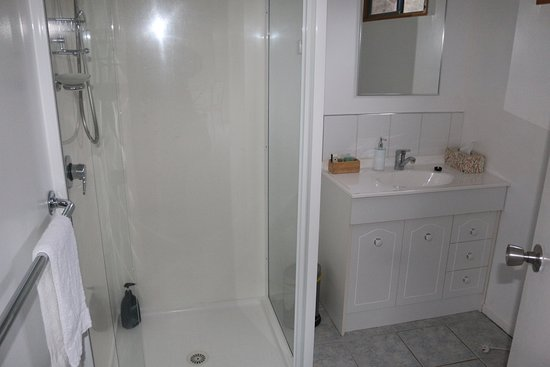 New Norfolk, Australia: bathroom CHalet 2