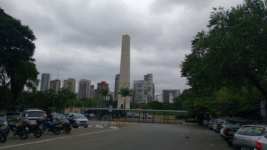 Obelisco e Monumento Mausoleu ao Soldado Constitucionalista de 32