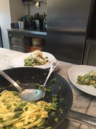 Giglio Cooking Day Course: Tagliatelle with peas and asparagus