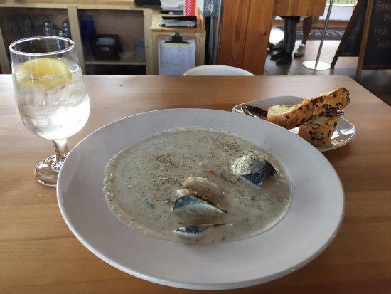 Mill Bay, Kanada: Seafood chowder
