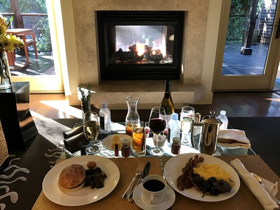 Calistoga Ranch Auberge Resorts Collection Breakfast By The Fire On A Chilly Morning