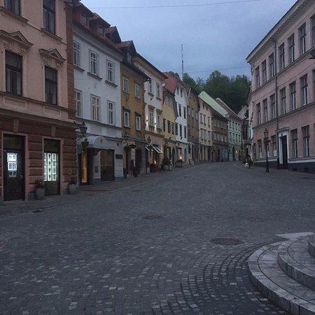 Lesar Hotel Angel: the street where Angle Lesar is