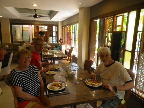 Patong Beach Hotel: Breakfast