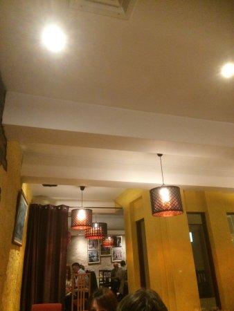 Aisha's Cafe & Bistro: Interior