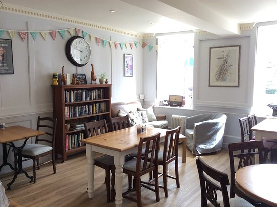 Sturminster Newton, UK: Cosy corner to enjoy a coffee and maybe a slice of cake ☕️🍰