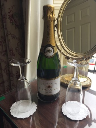 Bailbrook Lodge: Champagne in our offer