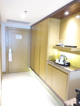 Melia Hanoi: Hall / wardrobe space / mini bar & kettle