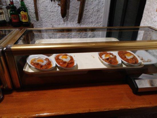Mesón Gredos: Vitrina tapas 3