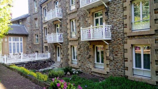 Saint-Nectaire, Francia: chambres donnant sur le parc