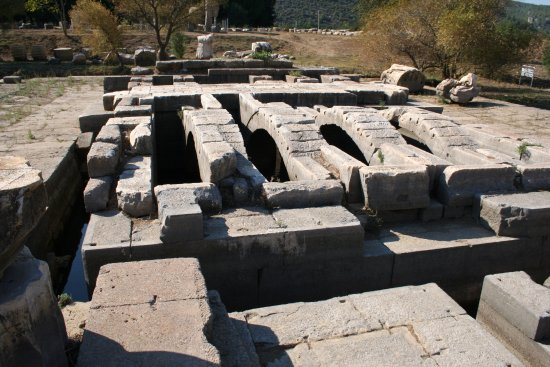 Menderes, Turquía: It was unique in having 2 andytons, one for the priests, the other for the oracle