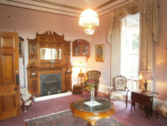 Deloraine, Australia: The original Arcoona Manor Longe room