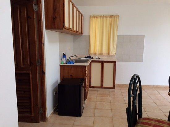 Las Canas, República Dominicana: fridge and sink.