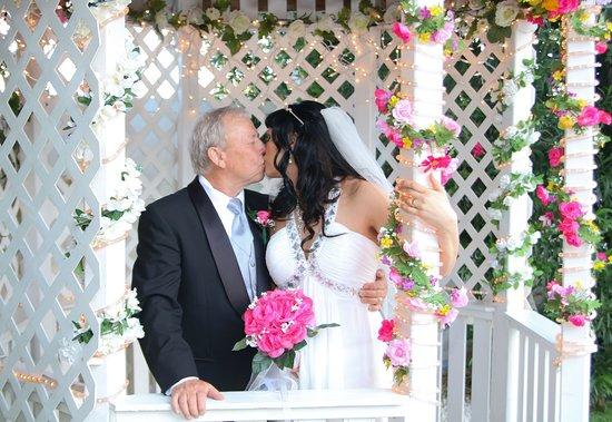 Cupids Wedding Chapel Utanfor 2