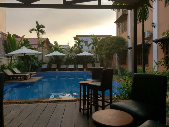The Rose Apple Boutique Bed & Breakfast: Beautiful pool area
