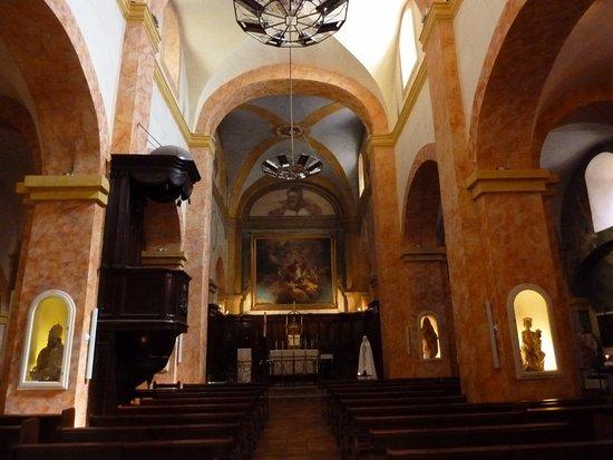 Église Saint-Trophyme.