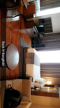 Legacy Suites Sukhumvit by Compass Hospitality: Snapchat-262088407_large.jpg