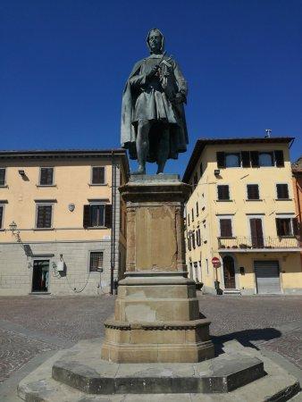 Vicchio, إيطاليا: Statua di Giotto