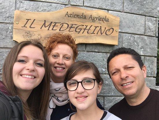Musso, Italy: Se siamo i primi, siamo i più fortunati! Miele e olio fantastici, come i proprietari!