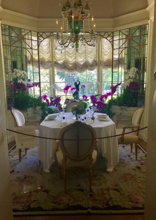Hillwood Museum & Gardens: Spectacular colours and treasures inside and out!