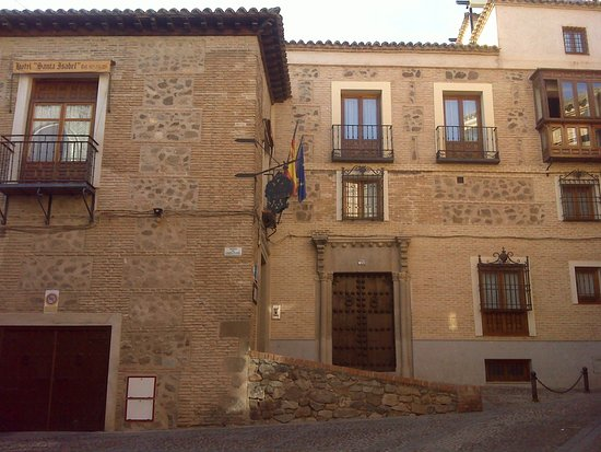 Hotel Santa Isabel: Fachada principal.