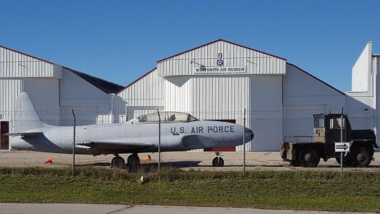Oscoda, Μίσιγκαν: Driving by Wurtsmith Air Museum