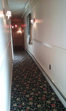 Cold Spring, NY: hallway to rooms