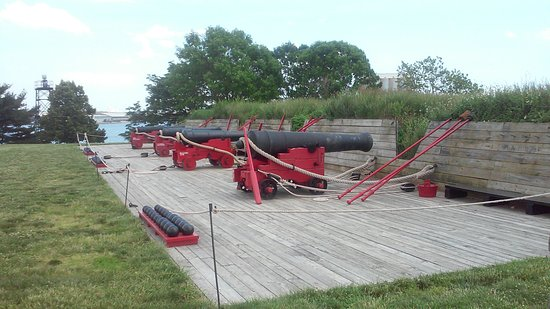 Fort McHenry National Monument: Canons