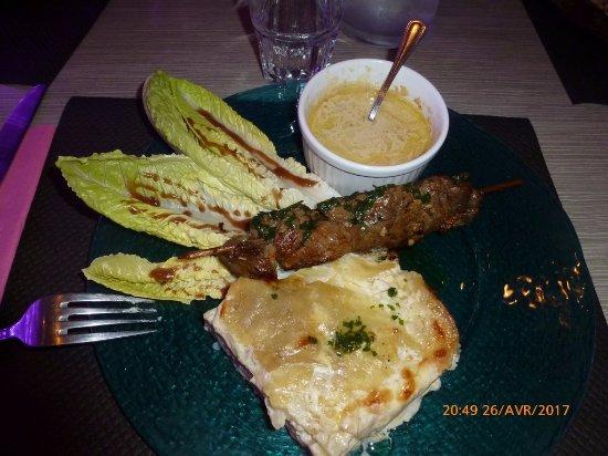 Le Rouret, França: brochette de boeuf, gratin dauphinois et sauce aux champignons