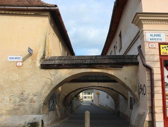 Kezmarok, Slovakia: L'arco vicino