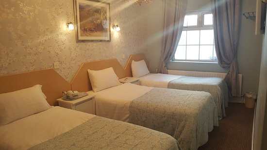 Dundalk, Ireland: Another triple room