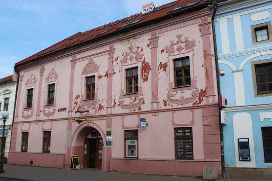 Kezmarok, Slovakia: La casa rosa