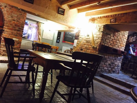 Llandysul, UK: Open plan bar area