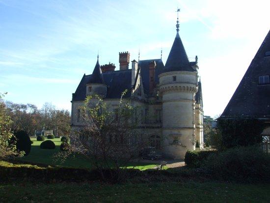 ch teau de la bourdaisi re picture of chateau de la bourdaisiere montlouis sur loire. Black Bedroom Furniture Sets. Home Design Ideas