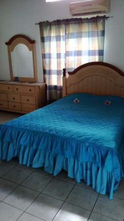 Codrington, Barbuda: nice bed and closet