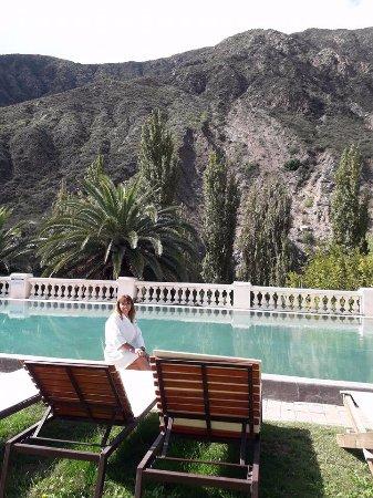 Hotel & Spa Termas Cacheuta: pileta con temperatura de 30° y una vista espectacular!!