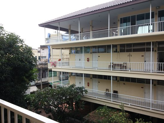 Feung Nakorn Balcony Rooms & Cafe: Les paliers de chaque étages.