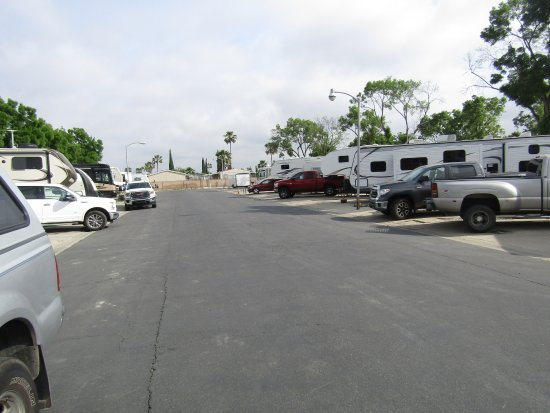 Tulare, CA: Driveway