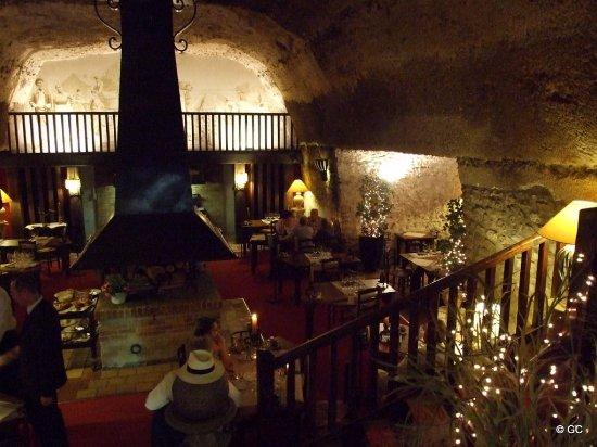 Montlouis-sur-Loire, Francia: Restaurant côté cave à Montlouis
